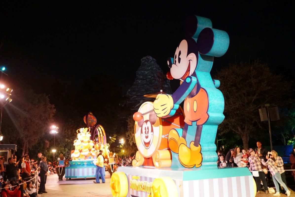 disneyland, disney california adventures, girls night out, lunar new year disneyland, get your ears on, mickey, minnie, disney style, minnie style, rock the dots, polka dots, mickey's soundsational parade, soundsational parade, mickey's 90th