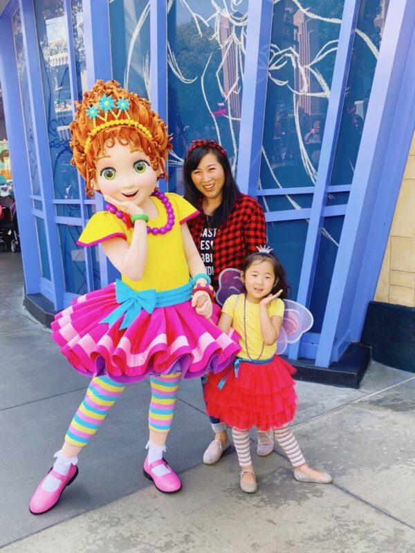 368875d5659297 ... up as Fancy Nancy and her mom. Most of A's outfit is from Amazon. She  already had the leggings. I had a flannel shirt from Old Navy but I linked  a ...