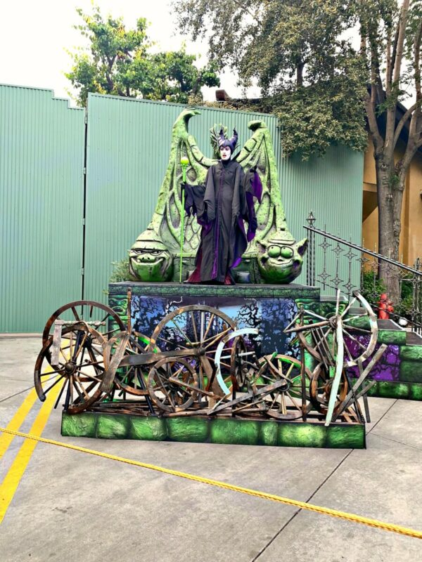 oogie boogie bash, disney california adventure, maleficient, immersive treat trail,