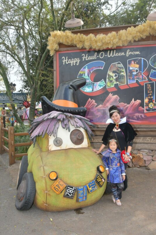 oogie boogie bash, disney california adventures, descendants, evie, evil queen, carlsland