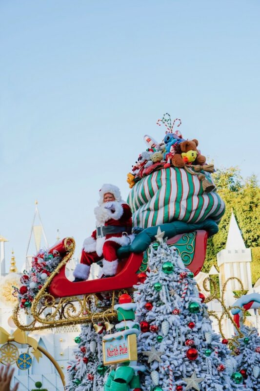 disneyland holidays, christmas time at disneyland, a christmas fantasy parade, santa claus