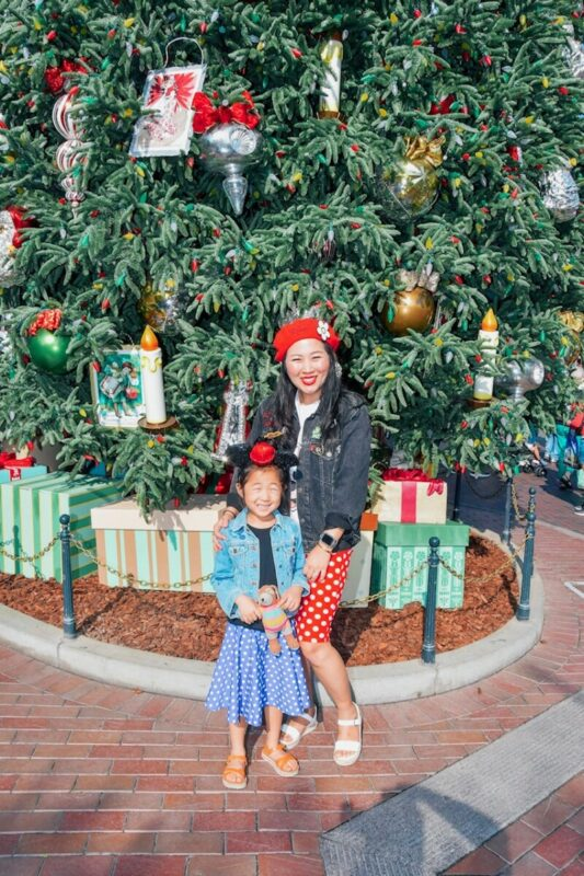 disneyland, disneyland tree, main street, mommy and me, disney style, minnie style, holidays at disneyland, christmas at disney