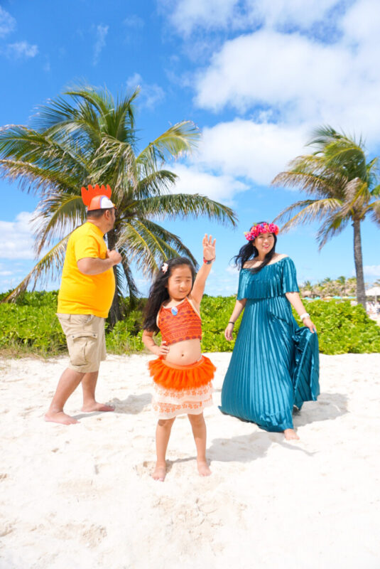 family disneybounding, disney creators conference, moana bound, heihei disneybound, shop disney, tefiti disnebound, castaway cay